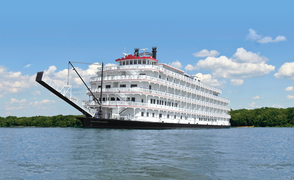 VLUU L100, M100 / Samsung L100, M100 Queen of the Mississippi. * Photo: American Cruise Lines