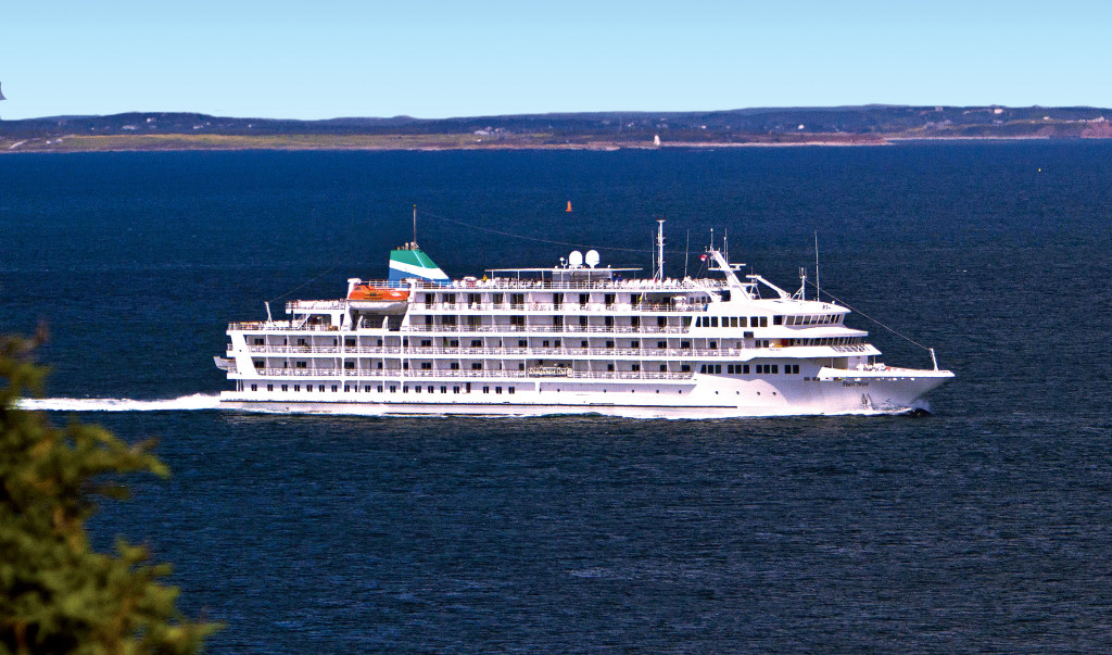Pearl Mist in the St. Lawrence River. * Photo: Pearl Seas Cruises