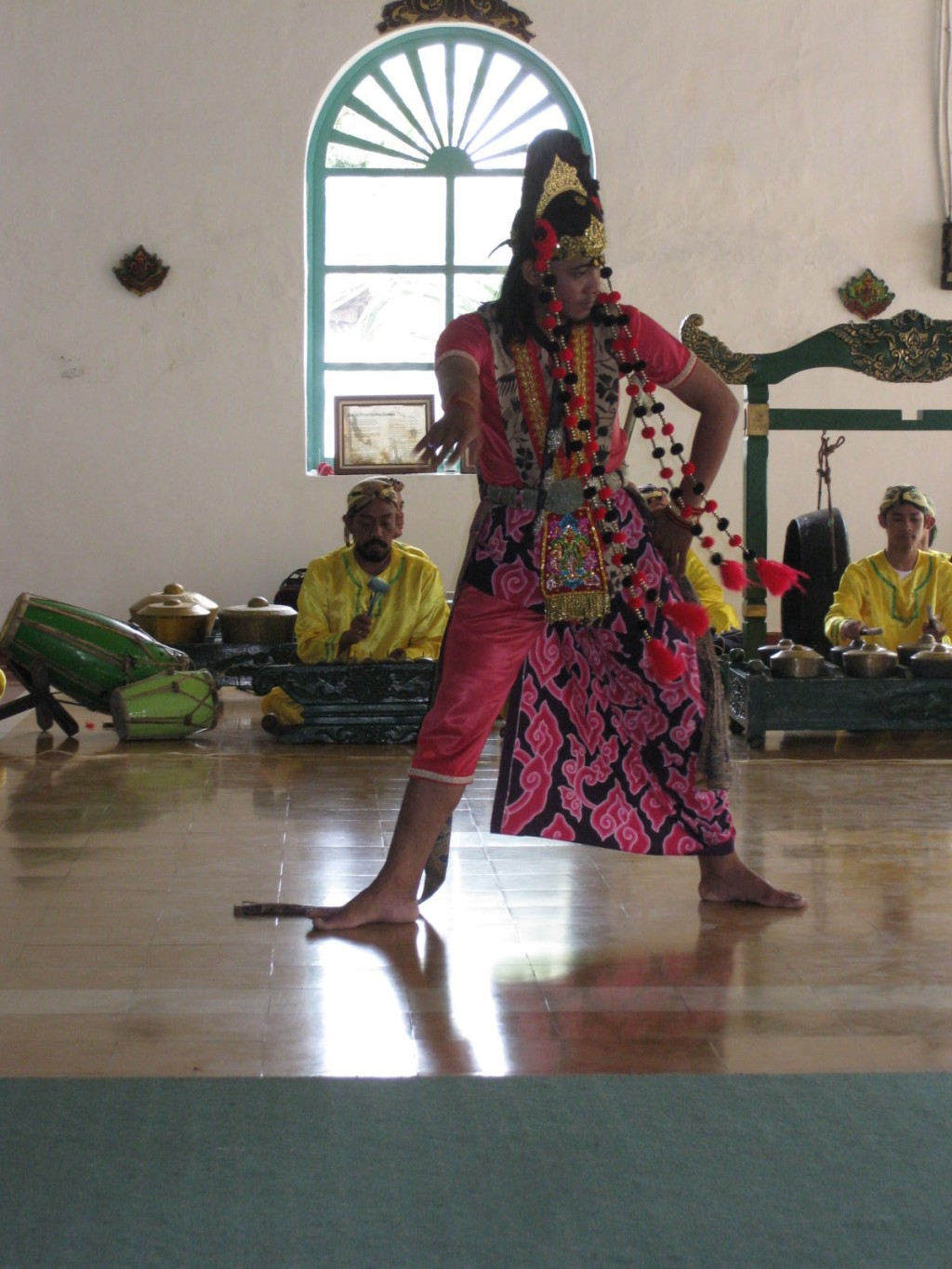 Excursions treat you to traditional Indonesian dance and music. * Photo credit: Heidi Sarna