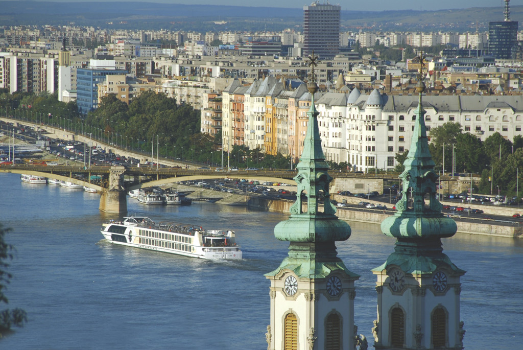 Tauck riverboat sails into Budapest. * Photo: Tauck