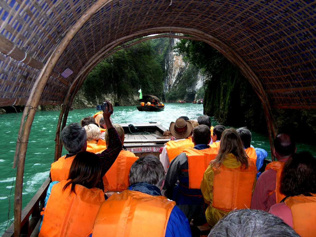 Going though the Three Gorges on an excursion boat. * Photo: Aschwin Prein