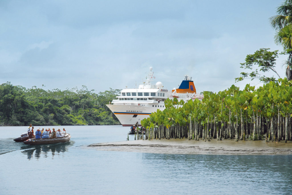 HANSEATIC in the Amazon basin. * Photo: Hapag Lloyd