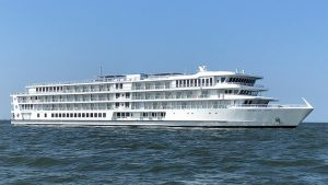 First Modern-Style Riverboat for Mississippi River