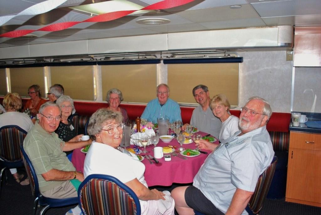 Dinnertime aboard the Grande Mariner. * Photo: fellow passenger