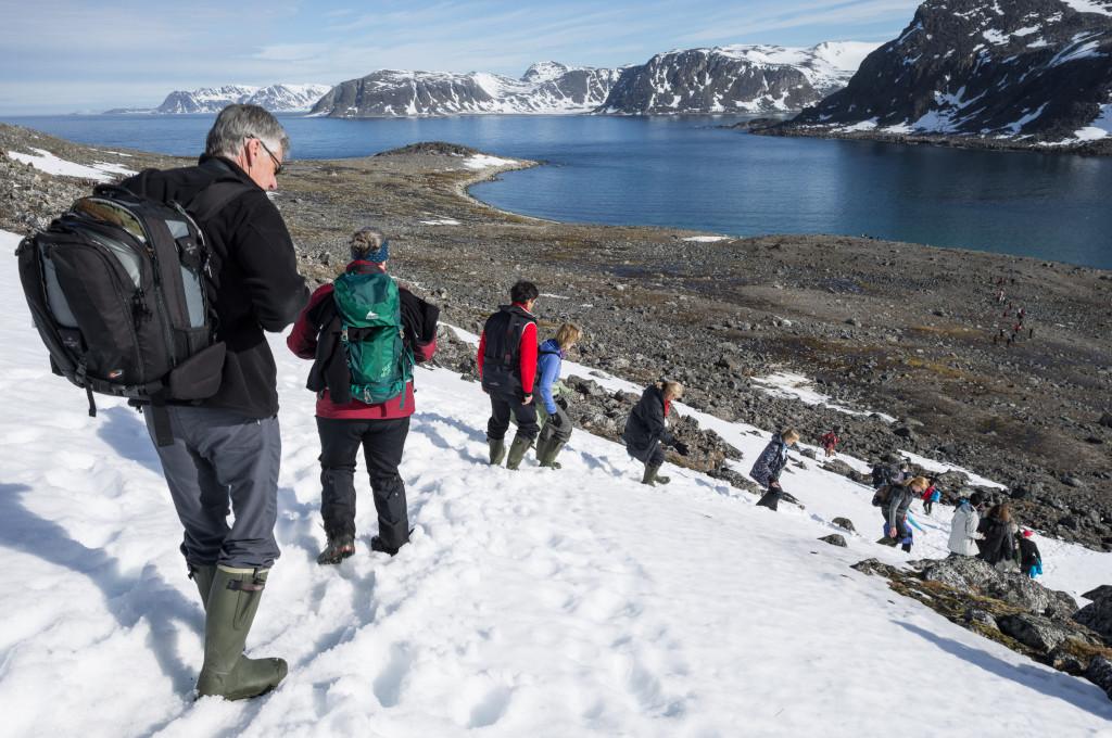 Hiking in the Arctic. * Photo: Leika Akademie-Siegfried Brueck.