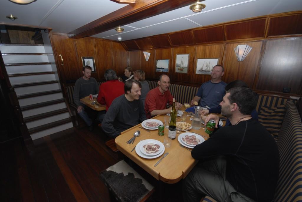 Noorderlicht at mealtime. *Photo: Jan Belgers-Oceanwide Expeditions