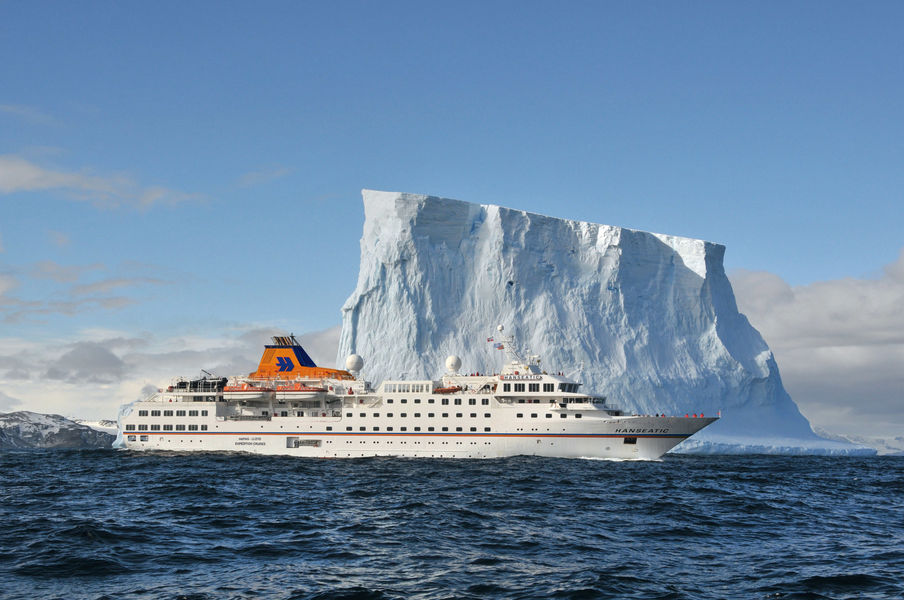 Hapag Lloyd's HANSEATIC in Antarctica. * Photo: Hapag Lloyd