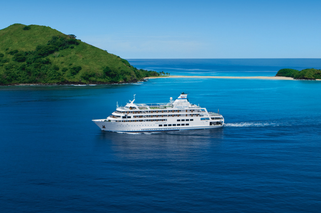 Reef Endeavour cruises Fiji. * Photo Captain Cook Cruises