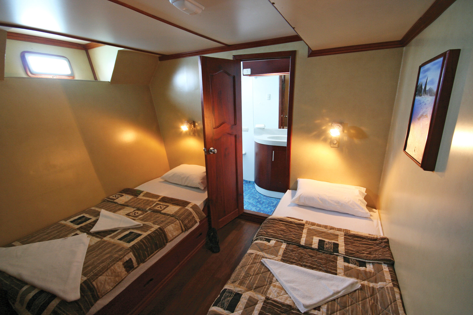 A twin cabin on Xavier III. * Photo: © G Adventures, Inc.