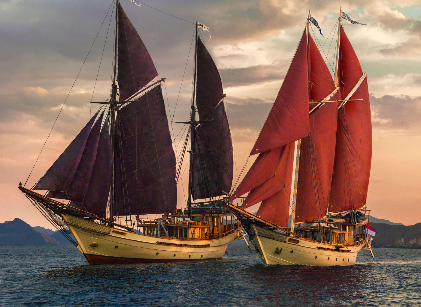 Both ships under full sail. * Photo: Silolona Sojourns