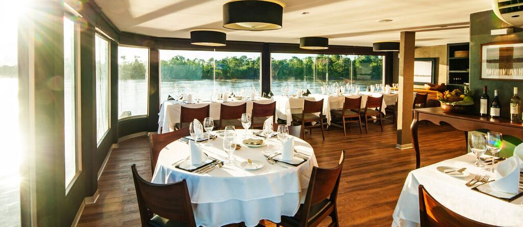 Dining on Aqua Amazon. * Photo: Aqua Expeditions