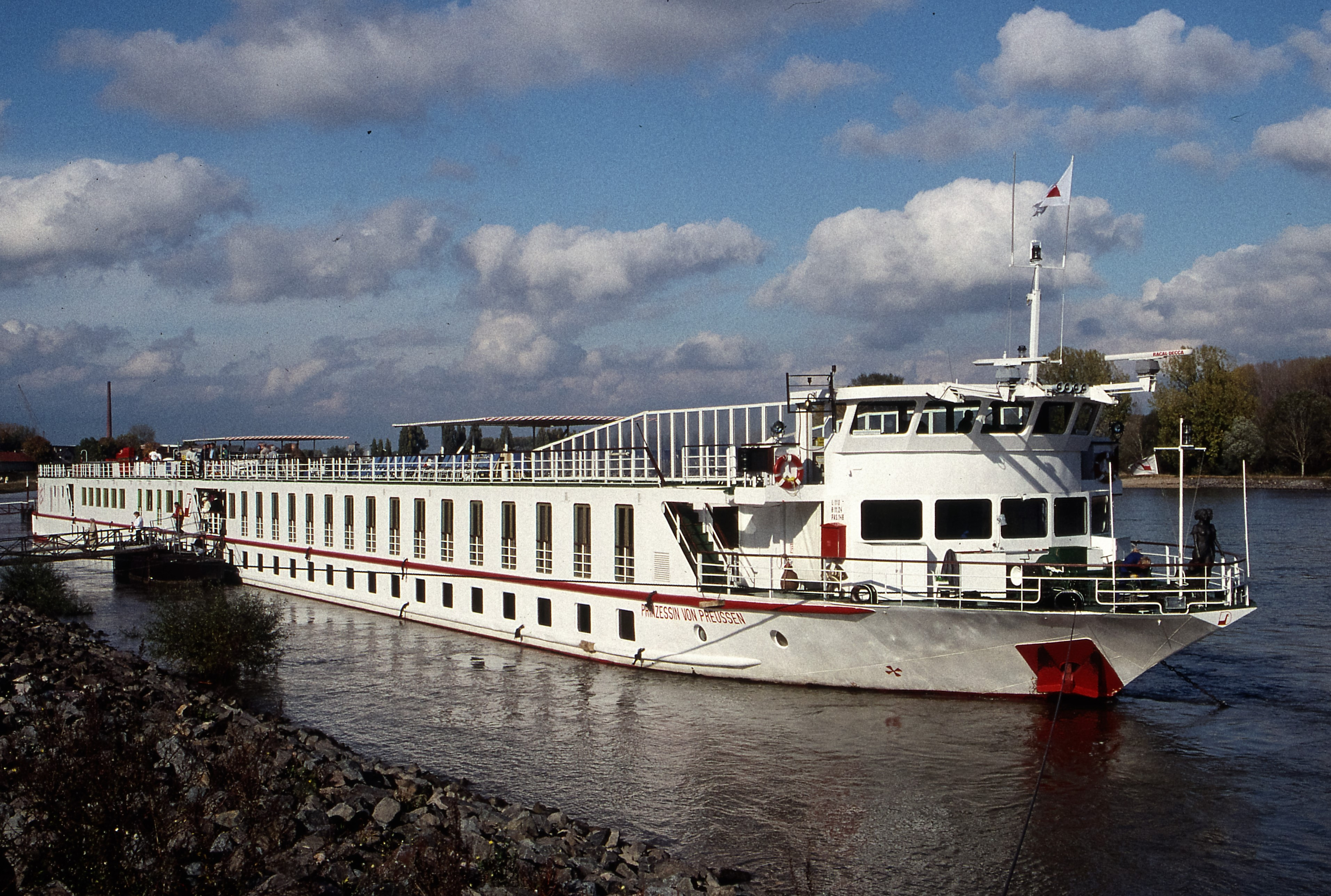 The two-deck riverboat of the past often had lower deck cabins at the waterline and French balcony units above. Photo: Ted Scull