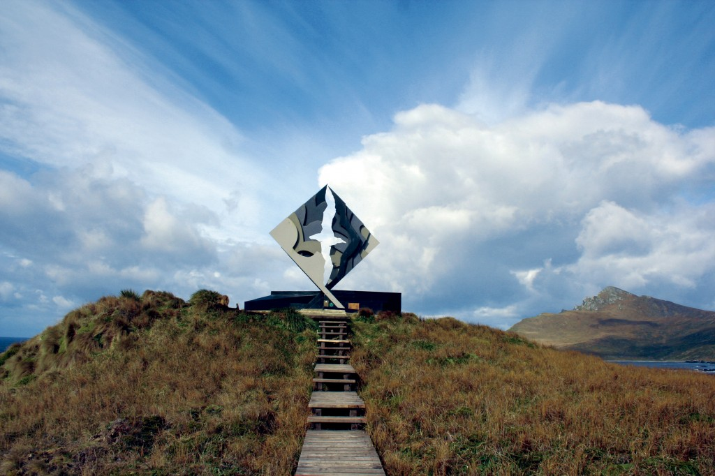 The Cape Horn monument. * Photo: Australis