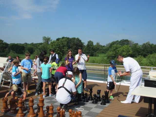 Captain Plaatje and some crew holding a knot-tying class on a family cruise. * Photo: Heidi Sarna