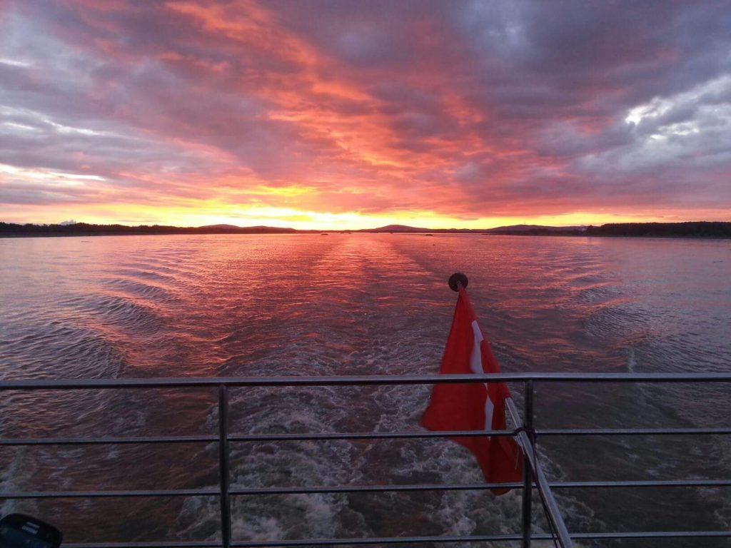A gorgeous melty sunset on the River Empress. * Photo: Henk Jan Plaatje