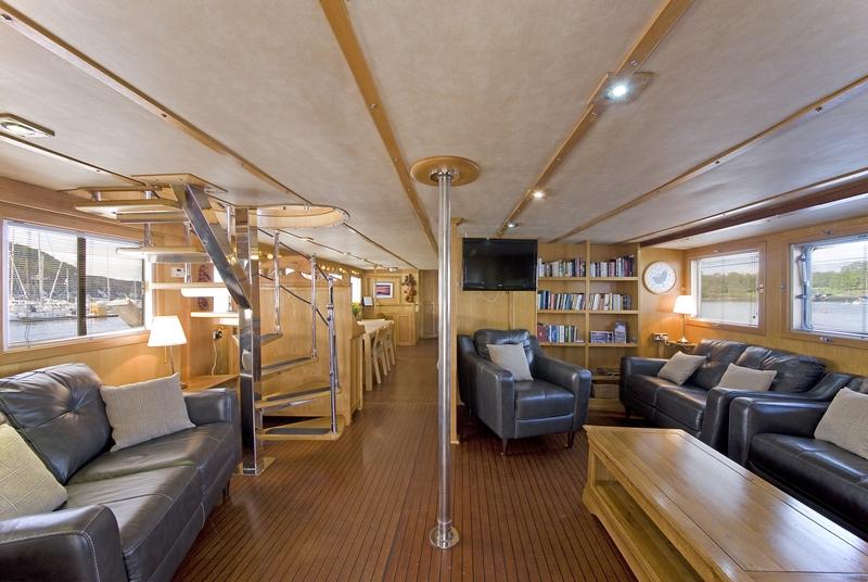 Lounge, PROUD SEA HORSE, Hebridean Cruises