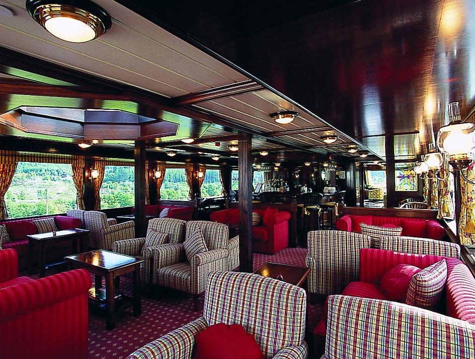 Bar-Lounge. * Photo: Magna Carta SS Co.
