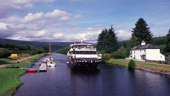 LORD OF THE GLENS in the Caledonian Canal. * Photo: Magna Carta SS Co.
