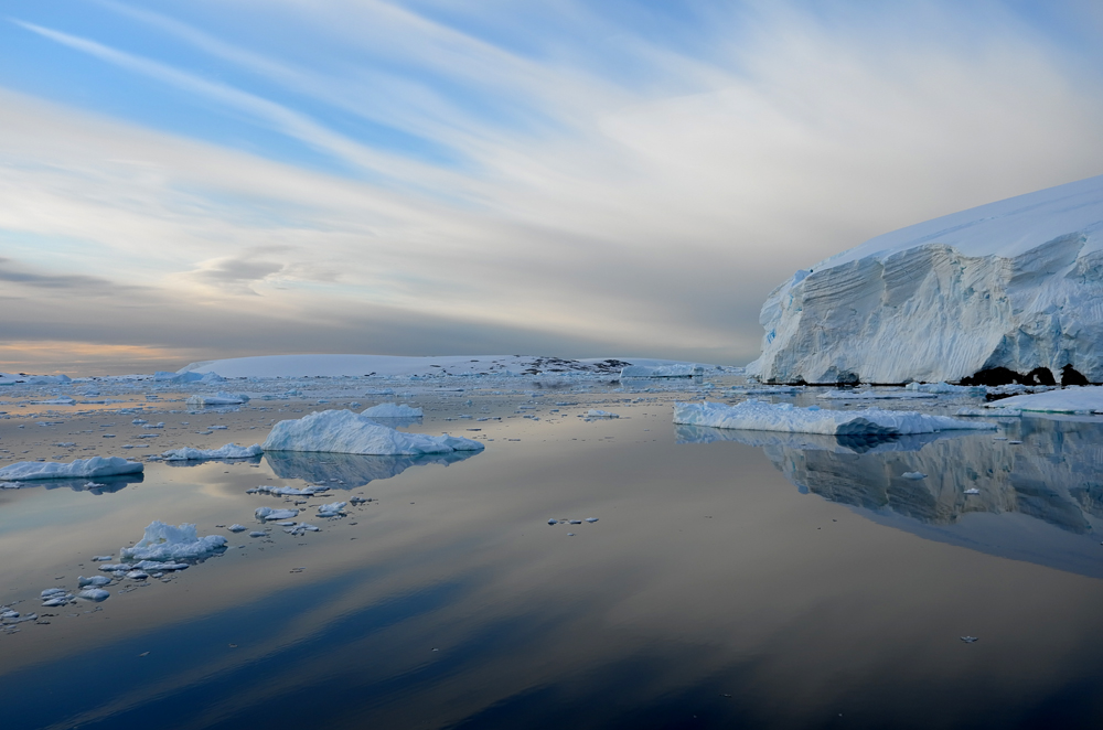 Again, the south end of Lemaire Channel, Antarctic Peninsula. * Photo: Richard White