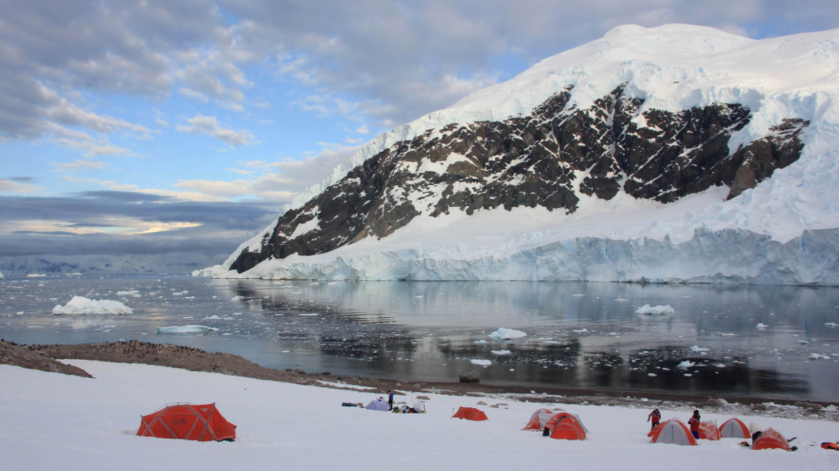 Camping in Antarctica. * Photo: Polar Latitudes