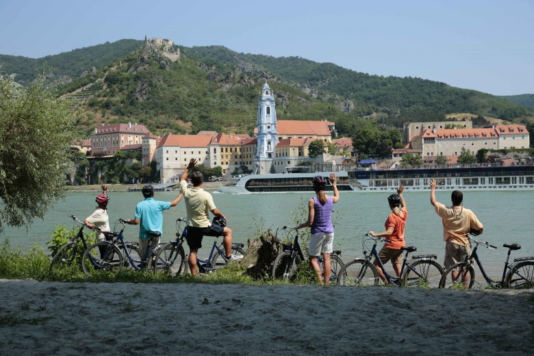 AmaWaterways courts solo travelers