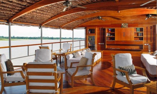 quirky-cruise-delfin-amazon-cruises-delfin-ii-observation-lounge