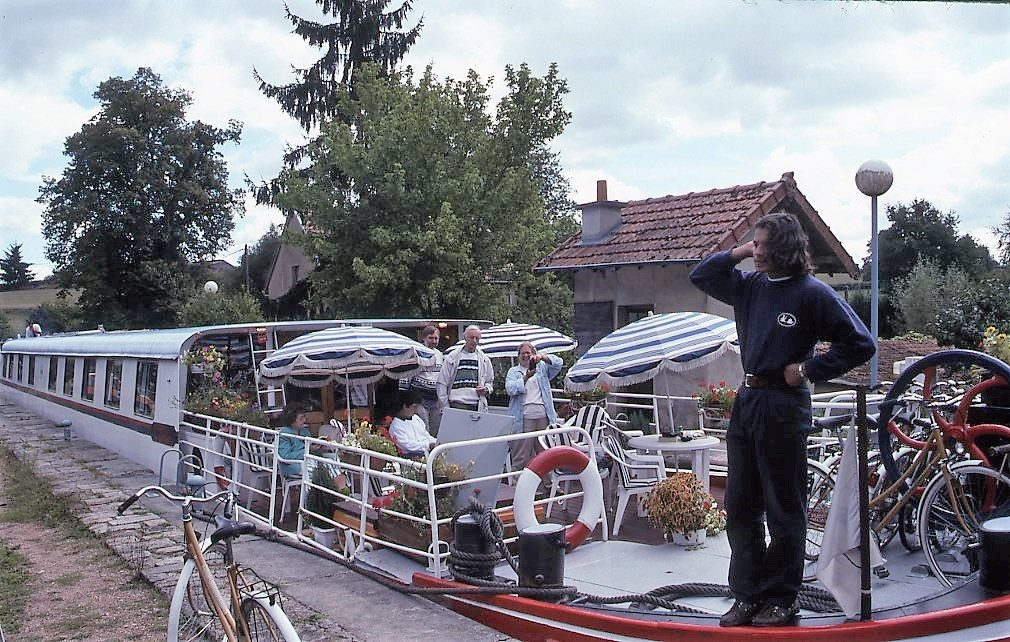 Burgundy barging