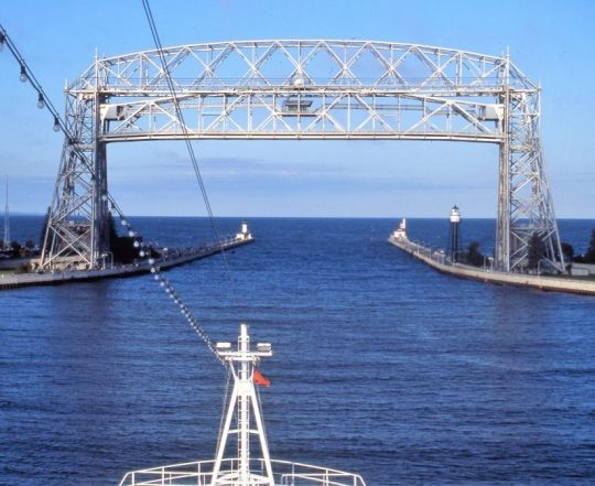 quirky-cruise-canadian-american-great-lakes-duluth-port-going-into-great-lakes