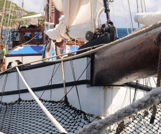 quirky-cruise-phinisi-cruise-around-komodo-islands-photo-of-passengers-on-boat