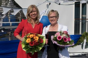 quirky-cruise-new-river-boats-amalead-godmother-filomena-andre-with-amawaterways-evo-kirstin-karst