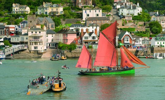 quirky-cruise-trinity-sailing-brixham-heritage-trawler-in-the-river
