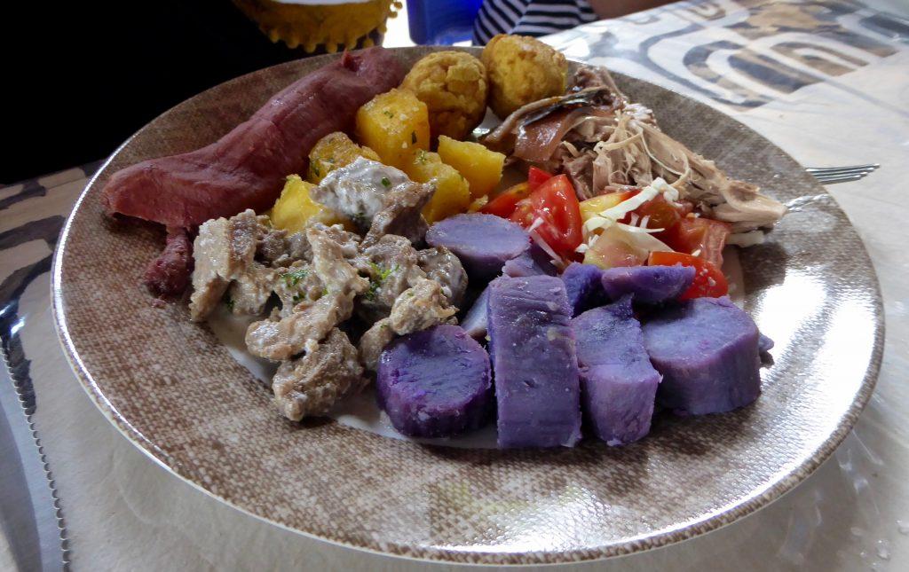 beach lunch with Aranui cruises