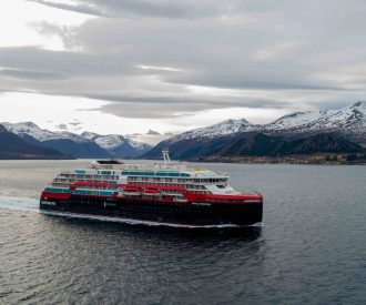 Expedition Lines Act to Reduce Air Pollution
