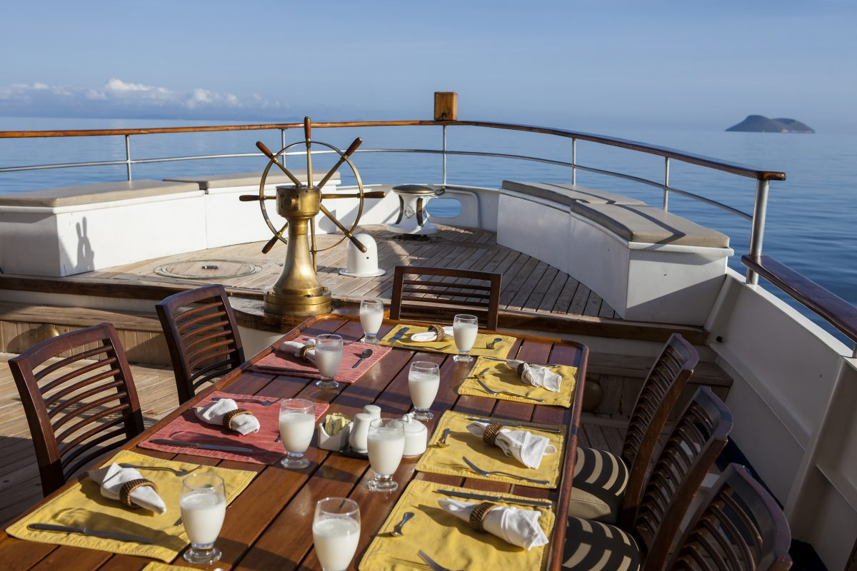 Quasar Expeditions' Grace's outdoor dining