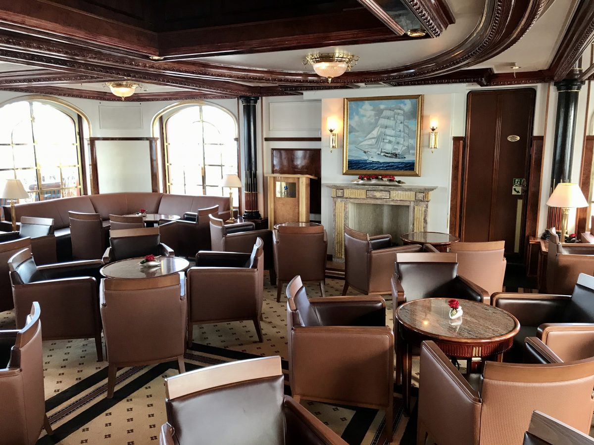 Clubby Lounge on Sea Cloud