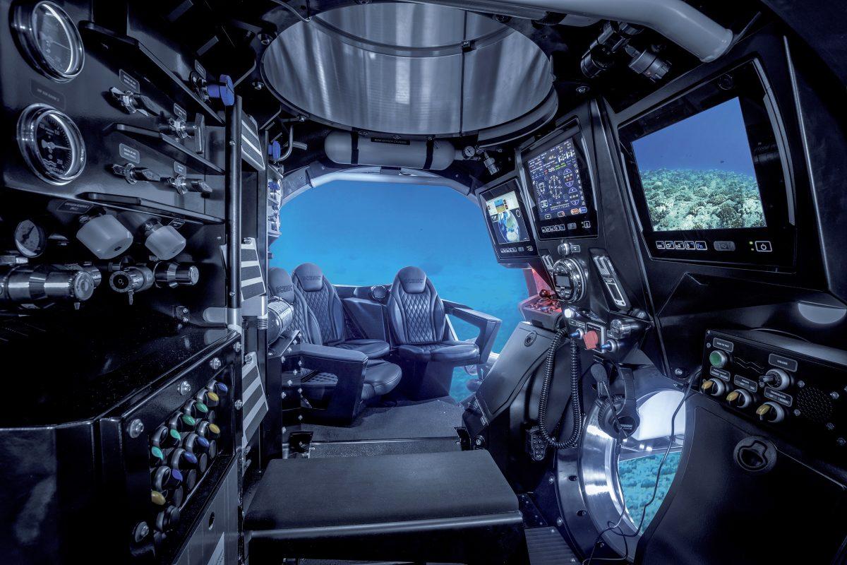 Scenic Eclipse submarine Scenic Neptune