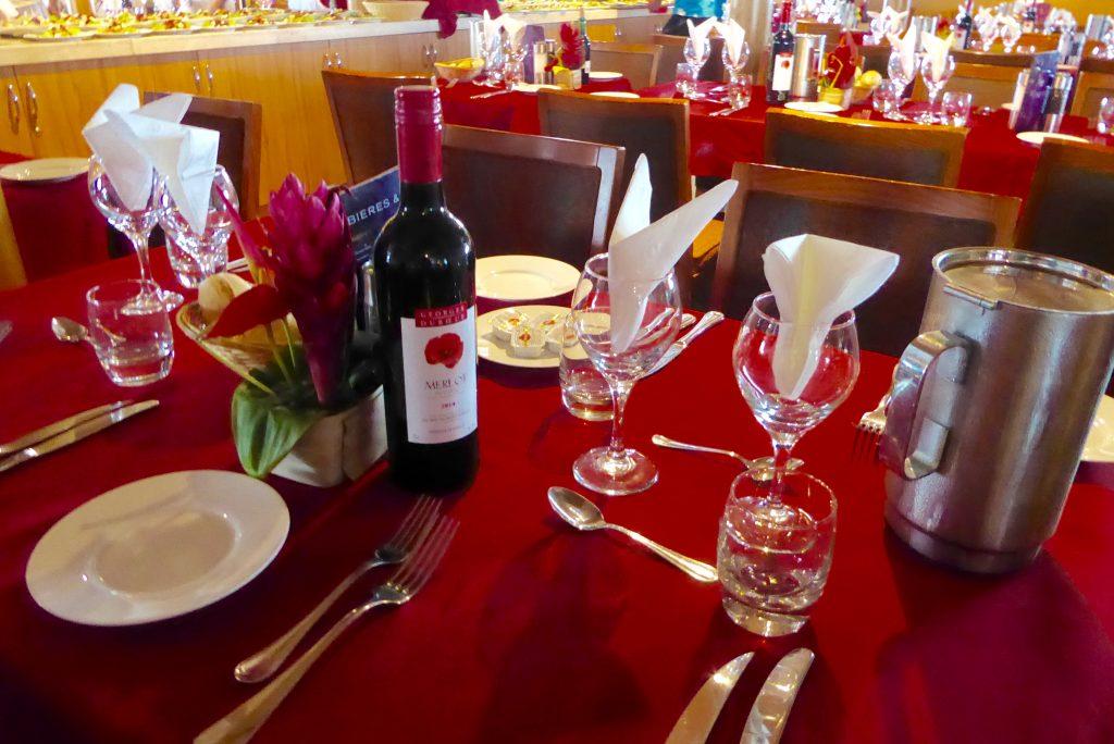 Aranui 5 table setting