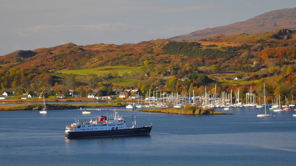 Hebridean Princess at anchor