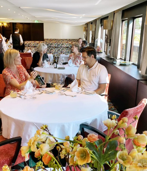 Widely spaced tables for Europe river cruising